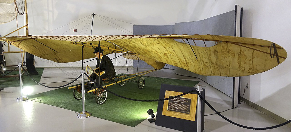 Montgomery_Glider_replica,_International_Historic_Mechanical_Engineering_Landmark,_1996,_original_glider_by_John_Joseph_Montgomery,_1883_